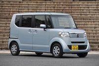 N BOX — дебютная модель новой серии кей-каров от Honda под названием «N». Серия разрабатывалась фактически «с нуля», платформа и двигатель были обновлены. Стоимость модели варьируется от 1 240 000 иен (около $15 000) за базовую комплектацию G (передний привод) до 1 460 000 иен (около $17 600) за версию «GL» (полный привод).