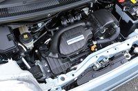 3-цилиндровый двигатель DOHC, воплотивший в себе новую концепцию Honda под названием Earth Dreams Technology, оснащен системой изменения фаз газораспределения, регулирующей открытие и закрытие впускных клапанов. Система «старт-стоп» входит в стандартное оснащение всех версий, за исключением модификаций с турбонаддувом. Перед инженерами стояла задача обеспечить хорошую ударопоглощающую способность короткого моторного отсека (он около 70см в длину), чтобы при фронтальном ударе обезопасить салон. Для этого картер двигателя, компрессор, патрубки системы охлаждения, а также катализатор расположили так, чтобы они смогли по максимуму отвести энергию удара от салона.