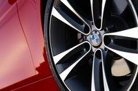 Эти 18-дюймовые колесные диски — часть пакета опций 328i Sport Line.
