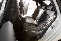 На заднем сидении Audi достаточно места для ног, даже если пассажир высокого роста.