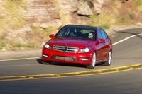 Качество езды Mercedes C250 расположилось где-то между Audi и BMW, если выбрать режим Sport.