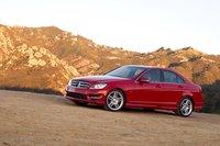 Колесная база C250 примерно на 5см короче, чем у Audi и BMW. Хотя его пропорции этого не выдают.