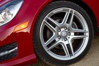 Пятиспицевые литые диски от AMG просто великолепны.