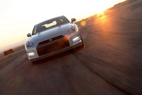Парни из Nissan не сидят без дела. Несмотря на значительные изменения в механической части прошлого года, в 2013-м GT-R вновь подвергся доработкам.