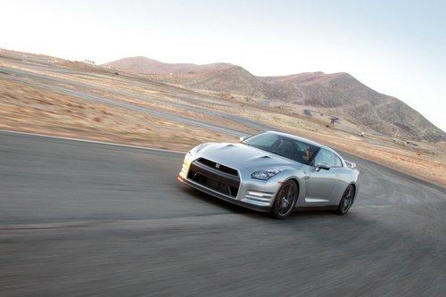 Nissan GT-R 2013 остается все темже автомобилем, каким был всегда. Другими словами, это один из самых способных спорткаров вмире.