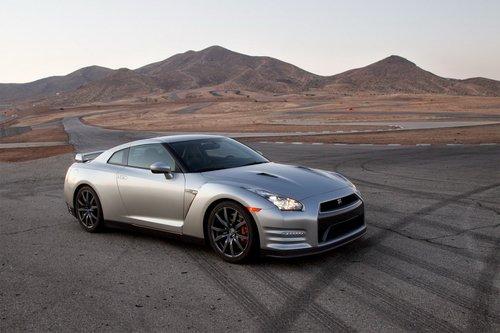 Нам не удалось обнаружить сколько-нибудь значимые улучшения в динамике всравнении смоделью 2012 года, несмотря нагромкие заявления Nissan. Ну и ладно. GT-R по-прежнему феноменален.
