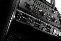 Эти три переключателя позволяют водителю регулировать параметры работы трансмиссии, подвески и системы стабилизации.