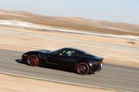 Красные суппорта Brembo и тормозные диски из углекерамики, как и колеса скрасными ободами, добавляют Z06 шарма.