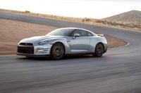 Nissan GT-R вавтомобильном мире известен как Годзилла, потому что обычно просто уничтожает все повороты.