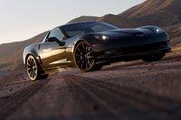 Corvette Z06 Centennial Edition выглядит угрожающе, даже когда просто стоит.