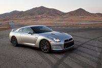 Внешне Nissan GT-R выглядит абсолютно идентично смоделью 2012года. Наиболее значительные изменения кроются внутри.
