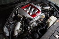 3,8-литровый V6 Nissan GT-R сдвумя турбинами развивает умопомрачительные 545л.с. и 627Нм крутящего момента. Хотите ускориться? Как насчет снуля досотни за3,1секунды?