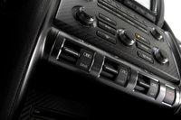 Работу трансмиссии, подвески и системы стабилизации GT-R можно регулировать припомощи трех переключателей.