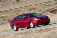 Hyundai Sonata — единственный автомобиль здесь, который является серьезным соперником Honda Accord и Toyota Camry, лидерам продаж в классе.