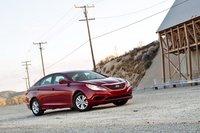 Нет, Hyundai Sonata не стал откровением, но он комфортный, мощный, и вы не будете против езды на нем каждый день.