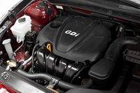 У Sonata самый мощный базовый двигатель, 2,4-литровая рядная четверка с системой прямого впрыска, развивающая 198 л.с. И это самый быстрый седан.