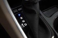 Sonata оснащается типичным для этого класса шестиступенчатым «автоматом» с возможностью переключать скорости вручную.