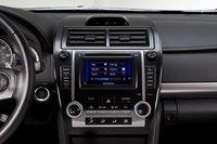 Опциональная навигационная система Camry SE включает в себя Entune. Приложения могут быть весьма полезны, хотя на ее настройку вам придется потратить немало времени, особенно если у вас есть дети и работа.