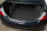 Багажник большой, хотя если вам нравится, когда петли закрыты, или чтобы внутри была удобная ручка, то в Toyota такого не найдете.