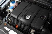 Низкий рейтинг EPA — весомый камень в огород базового для Passat 2,5-литрового рядного пятицилиндрового мотора. Дизельный двигатель VW дает плюс $2000 к стоимости.