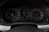 Приборы информативные и стильные, такие пришлись бы к месту даже в Audi.