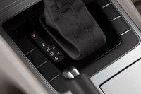 VW Passat оснащается шестиступенчатым «автоматом». Его настройки нас волнуют мало, поскольку калибровка дросселя убивает все прямо на старте.