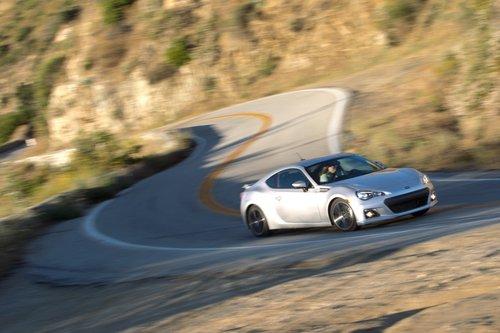 В изгибах крыльев есть что-то от Maserati. А в передних фарах — от Chrysler Sebring.