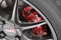 Разработчики увеличили мощность двигателя и одновременно повысили тормозное усилие автомобиля, оснастив модель эксклюзивными тормозными дисками и колодками. Новая iQ получила алюминиевые диски Enkei PF01.