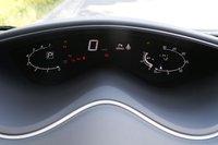 При включенной системе старт-стоп приборы отображают пройденное время и количество сэкономленного топлива.