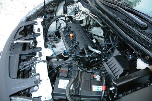 На первом этапе предложен только 2,0-литровый бензиновый двигатель в 150сил, но доступный с МКП и АКП. Весной появится 2,4-литровый мощностью 190л.с., а дизель для России «закрыт» до лучших времен, пока повсеместно не появится соответствующего качества топливо