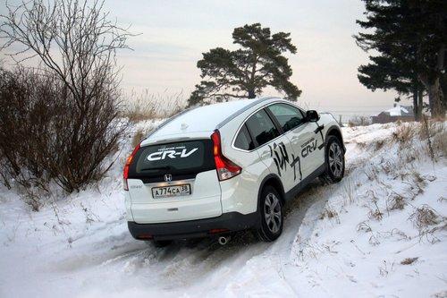 С отключенной системой стабилизации ведущие колеса быстро срываются в букс и раскатывают под собой снег до ледяного состояния, не позволяя машине продолжить восхождение