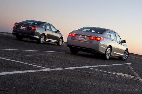 У Honda Accord более опрятный «зад», а с данного ракурса он подозрительно сильно напоминает Hyundai Genesis.
