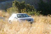 Honda проворнее и экономичнее, плюс, она лучше чувствует себя на дороге, подобной этой.