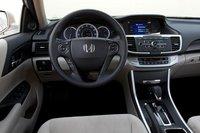 Honda модернизировала органы управления и добавила некоторые компоненты, явно отсутствовавшие в прошлогоднем ЕХ. К примеру, Bluetooth.
