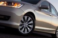 Accord EX оснащается 17-дюймовыми дисками шириной 7,5 дюймов.