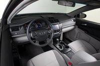 Салон Toyota удобен и функционален, но, опять же, ничем не примечателен.