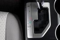 Если вы сторонник традиционной АКПП, то Camry c четырехцилиндровым мотором — отличный выбор, поскольку Toyota отлично поработали с его настройкой.