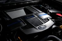 Новое поколение двигателя Boxer с прямым впрыском оснащено нагнетателем Twin Scroll Turbo, обладающим превосходной отзывчивостью. Максимальная выходная мощность достигает 300л.с., в то время как максимальный крутящий момент в400Нм достигается в широком диапазоне 2000-4800 об/мин.