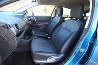 Доступно два варианта цветового оформления интерьера: телесный и темно-синий (как в тестируемом автомобиле).