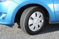 Все комплектации оснащены шинами 165/65R14. Наш тестируемый автомобиль был «обут» в Bridgestone EP150 Ecopia.