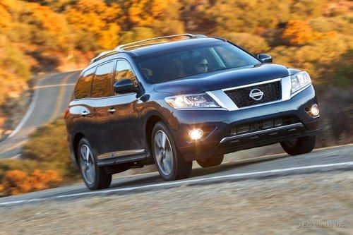 Nissan Pathfinder образца 2013 модельного года претерпел значительные изменения. Теперь это кроссовер с несущим кузовом и тремя рядами сидений.