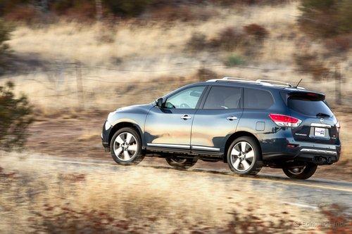 Nissan Pathfinder поступил в продажу в конце октября. «Нафаршированная» комплектация Platinum, вроде той, что мы тестировали, стоит от $40000.
