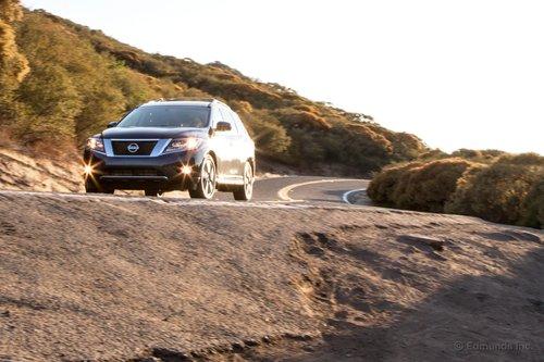 Несмотря на то, что появление на рынке Nissan Pathfinder не стало революционным событием, это хороший семейный кроссовер, который быстро едет и уверенно тормозит.