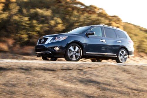 Pathfinder получил более практичную версию вариатора Nissan, так что теперь он может буксировать до 2200 кг.