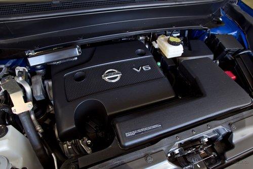 К сожалению, для 3,5-литрового V6 этот вариатор — не лучшая компания, поскольку он не позволяет двигателю раскрыться и заставляет его издавать весьма неприятные звуки.