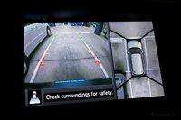 Да, благодаря системе камер Around View Monitor, парковать Pathfinder Platinum легко. Nissan должны предлагать данную систему в качестве опции и для менее дорогих моделей.