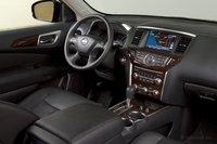 Система навигации так же есть только в модели Platinum; это хорошая система, но в Nissan почему-то думают, что большинство покупателей не захочет ей обзавестись, посчитав слишком дорогой.