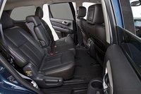 Благодаря регулируемому наклону спинок средних сидений и возможности двигать их вперед и назад, здесь с комфортом разместятся ладе взрослые пассажиры. Единственной проблемой может стать нехватка места для стоп под передними сидениями.