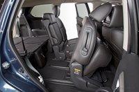 Доступ к третьему ряду сидений Nissan Pathfinder не доставляет проблем, что типично для большинства современных кроссоверов.