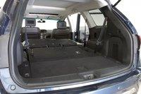 Если оставить только передние сидения, то в салон Nissan Pathfinder вместится 2260 литров, что является довольно скромным показателем в данном классе.